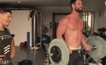 Nu degeaba el este THOR! Cum se antreneaza actorul Chris Hemsworth ca sa arate ca un semi-zeu