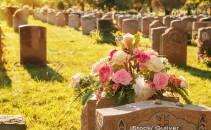 cimitir, inmormantare - iStock