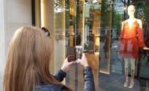 Vitrina in Paris Calatoria Galaxy S6