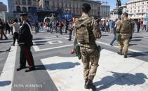 soldati italieni patruleaza in milano inainte de meciul Real Atletico Madrid