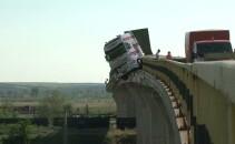 TIR suspendat pe pod