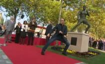 Van Damme statuie