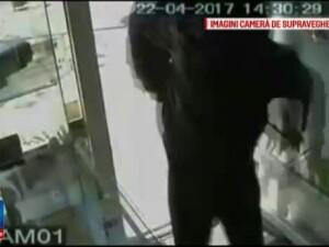 Jaful de la bijuteria din centrul Capitalei a durat doar 30 de secunde. Actiunea, filmata pas cu pas de 3 camere