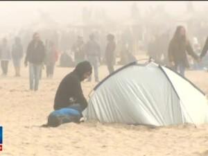 Temperaturile scazute de pe litoral nu le-au dat batai de cap tinerilor pregatiti de distractie. Cum s-au incalzit