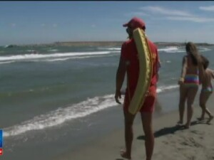 38 de oameni s-au inecat in acest sezon pe litoral. Turist: Cheltuiesc 20 de milioane sa stau in apa pana la glezne?!