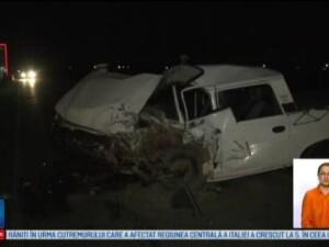 Doua masini s-au ciocnit violent in Buzau. Soferul care a pierdut controlul a murit pe loc, iar doi soti sunt in spital