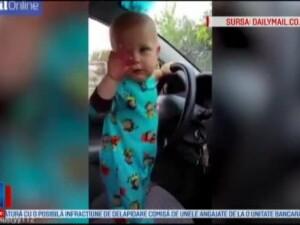Reactia acestui bebelus cand mama lui da muzica mai incet. Cum danseaza micutul pe hip-hop