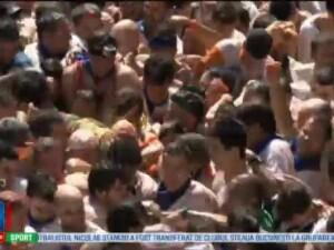 A inceput La Tomatina, celebrul festival spaniol in care participantii se bat cu rosii. Sarbatoarea ne trece prin sange