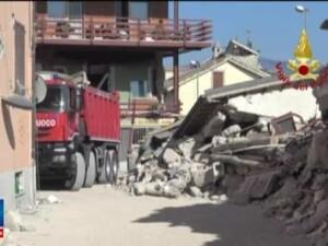 Papa Francisc s-a rugat pentru victimele cutremurului din Italia. Sper sa va ofer imbratisarea unui tata