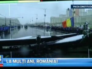 Corespondentul ProTV Rares Nastase a transmis dintr-un blindat tip Piranha in timpul paradei