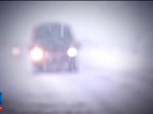 Trafic de cosmar dupa ninsorile abundente: masinile de deszapezire au ramas impotmolite. Fenomen neobisnuit in Brasov. VIDEO