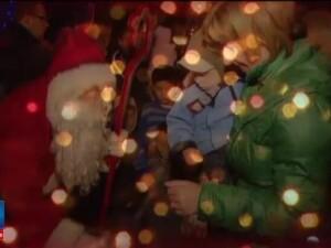 Dimineata plina de bucurie pentru multi copii care si-au pregatit ghetutele si au visat la darurile de la Mos Nicolae