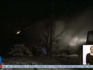 O femeie a reusit sa isi salveze fiicele minore dintr-un incendiu, dupa ce casa le-a luat foc. De unde ar fi pornit flacarile