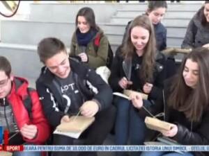 Blind date cu 300 de carti, initiativa inedita a unor tineri din Alba Iulia. In ce consta evenimentul ajuns la a 2-a editie