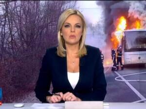 Un autocar a luat foc in timp ce facea naveta intre Resita si Caransebes. Oamenii au iesit din masina cand au simtit fumul