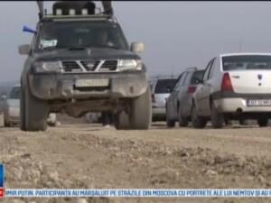 Drumul National pavat cu pamant i-a scos pe oameni la protest. Mecanic: Nu este zi in care sa nu vina cate o masina
