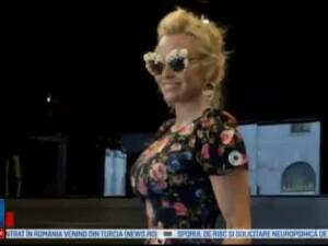 Ochelarii de soare sau de vedere au devenit un accesoriu la moda. Ce modele poarta Lewis Hamilton si Pamela Anderson
