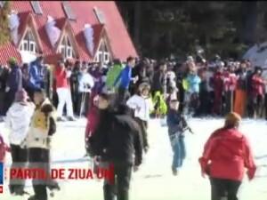 Mii de oameni se bucura de vacanta de ziua Unirii, la munte. Pe Valea Prahovei si in Poiana Brasov au gasit zapada abundenta