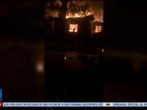 Trei case din Bucuresti cuprinse de incendiu, luni noapte. Oamenii cred ca flacarile au fost puse intentionat