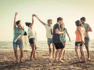 We Like Weekends. Dansezi pe plaja si vezi filme in aer liber. Cum poti sa te mai distrezi intre 29 si 31 iulie 2016