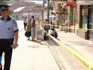 O femeie din Timisoara a fost injunghiata in statia de tramvai cu o surubelnita. Atacatorul a fost oprit de martorii socati