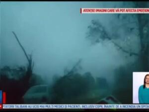 O persoana a murit si 17 au fost ranite in urma unei furtuni puternice in Bihor: Au cazut plopi pe corturi, pe oameni