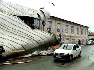 Acoperis distrus de furtuna
