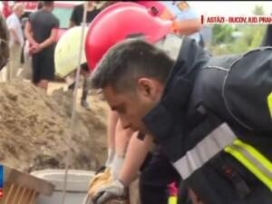 Muncitor, ingropat in pamant pana la gat, in timp ce sapa un canal. Ce sustine reprezentatul firmei care l-a angajat