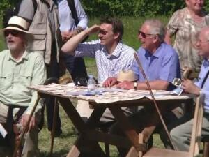 Printul Charles i-a invitat pe localnicii din Valea Zalanului la masa in curtea casei sale. Ce surpriza i-au pregatit acestia
