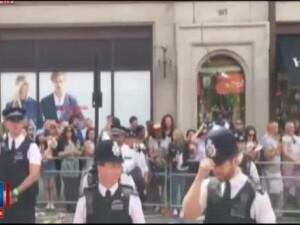 Parada diversitatii de la Londra, plina de surprize. Doi politisti si-au cerut partenerii in casatorie