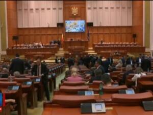 Toti salariatii din Romania ar putea avea acces la serviciile medicale private. Legea asteapta doar semnatura lui Iohannis