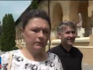 Cercetari pentru racolare de minori in scopuri sexuale in cazul preotului Cristian Pomohaci. 200 de oameni i-au luat apararea parintelui