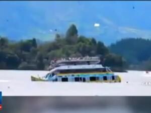 Sase persoane si-au pierdut viata si alte 16 raman disparute, dupa ce o ambarcatiune s-a scufundat intr-un lac din Columbia