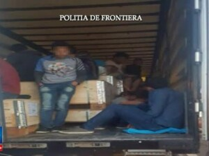 91 de migranti din Siria si Irak descoperiti intr-un TIR in Vama Nadlac. Ce scria in documentele de transport
