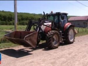 De marti, oricine poate conduce un tractor pe drumurile publice, chiar daca nu are permis