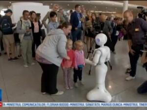 Robotul Bruce Pepper, noul angajat al aeroportului Zaventem. Ce face pentru calatori si cu ce informatii ii ajuta