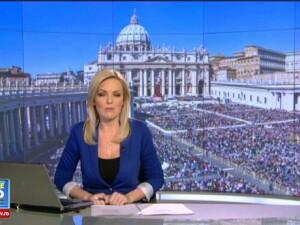 Mii de credinciosi catolici au participat la procesiunea de Florii din Capitala, in ciuda vremii mohorate