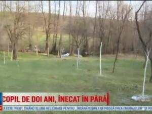 Un copil de 1,8 ani, din Gorj, a murit inecat in paraul din apropierea casei. Baietelul fusese lasat in grija bunicilor