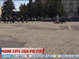 Max, cainele ofiter, a fost vedeta manifestarilor de Ziua Politiei, la Baia Mare. Copii: A fugit si a muscat de mana hotul