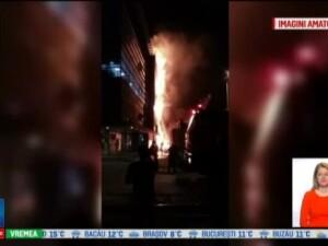 Un incendiu puternic a mistuit fatada unei cladiri de birouri din Brasov. Fum gros, zburau tigle, era dezastru