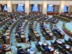 Guvernul cere deputatilor sa respinga 77 de proiecte legislative adoptate de Senat in 2016. Ce acte normative sunt pe lista