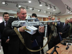 Dmitri Rogozin cu o arma in mana