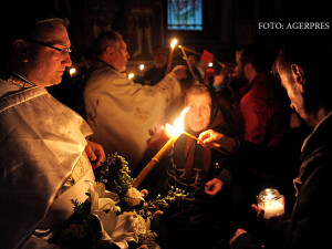 Slujba de Inviere celebrata la Biserica Sf. Apostoli Petru si Pavel, din Iasi