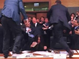 Bataie in Parlamentul Turciei