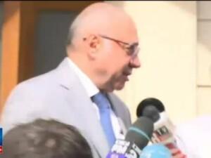 Fostul sef al CNAS Irinel Popescu, audiat la DNA. S-a enervat din cauza intrebarilor si a agresat o jurnalista. FOTO