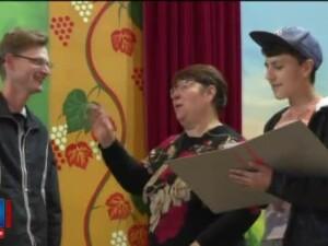 Mai multi sateni vor sa puna in scena o piesa muzicala de teatru din anii 50: Cum sa fie, ca un Alain Delon de Rasinari