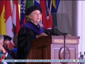 Hillary Clinton, despre cum a depasit esecul suferit la alegeri: N-o sa va ascund ca si Chardonnay-ul m-a ajutat putin