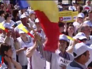 Dezamagiti ca nu vor avea salarii mai mari de la 1 iulie, profesorii din Iasi si Buzau au iesit in strada sa protesteze