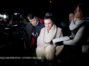 Ana Maria Patru, presedinta AEP, este retinuta de politisti ai DNA dupa mai multe ore de audieri la sediul Directiei Nationale Anticoruptie din Ploiesti, marti, 15 noiembrie 2016