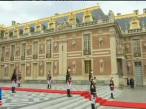 VIDEO de la primirea lui Vladimir Putin la Palatul Versailles. Presedintele Macron nu i-a mai strans mana ca lui Trump